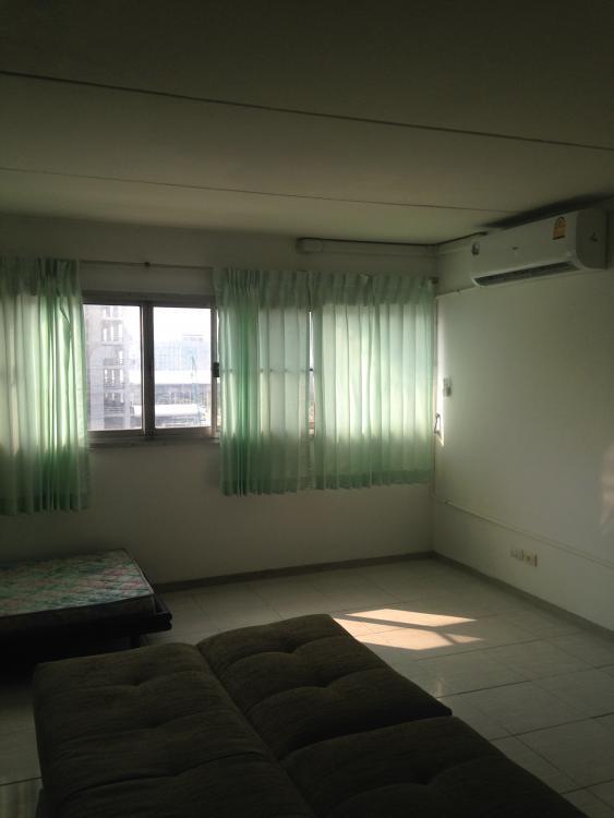 ให้เช่าห้อง   ห้องเล็กด้านนอก อาคาร T9 ชั้น 9