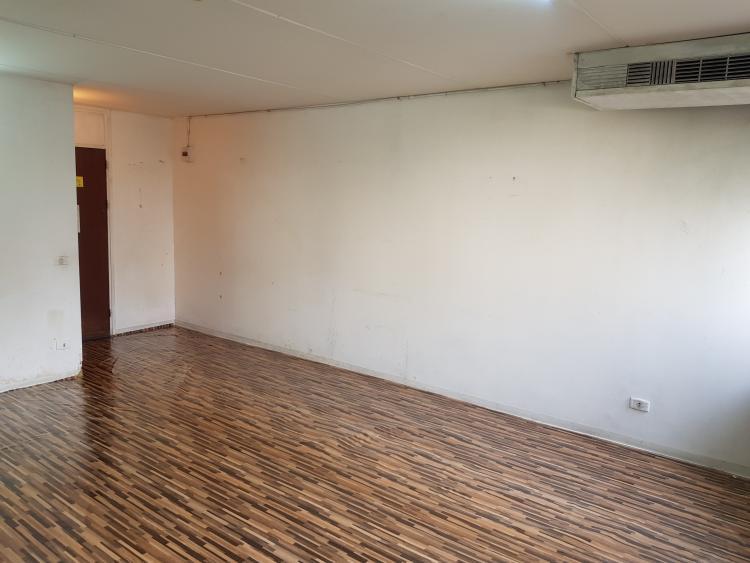ให้เช่าห้อง   ห้องเล็กด้านนอก อาคาร C7 ชั้น 7
