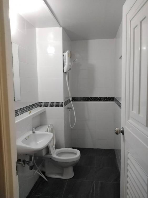 ให้เช่าห้อง   ห้องเล็กด้านนอก อาคาร T12 ชั้น 2
