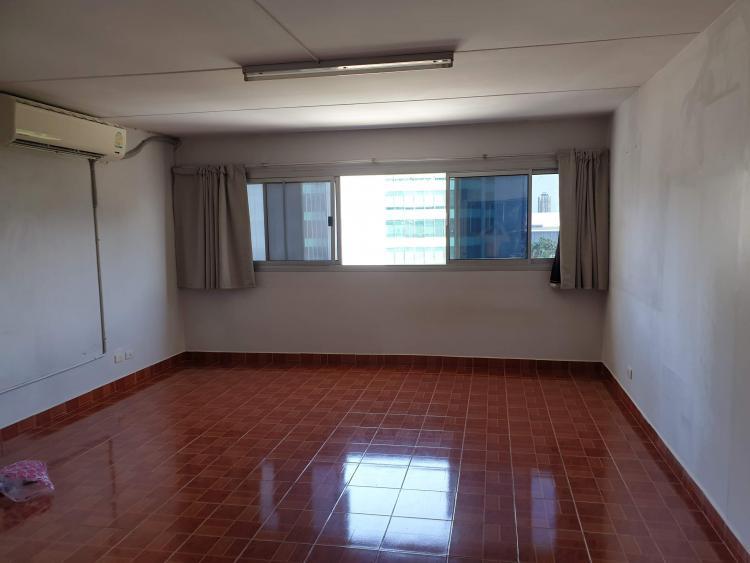 ให้เช่าห้อง   ห้องเล็กด้านนอก อาคาร C2 ชั้น 11